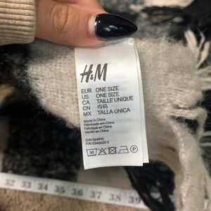 H&M Accessories - Black and white plaid winter scarf